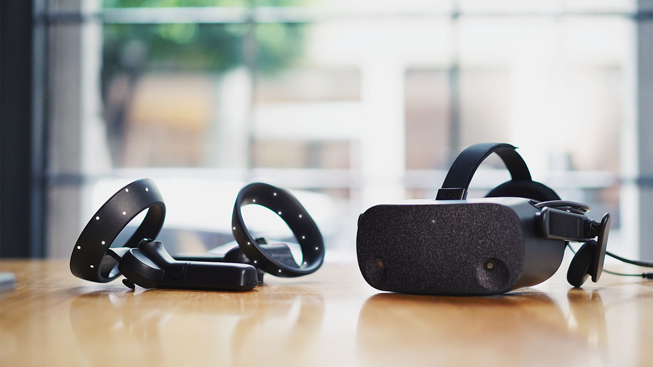 HP launches enterprise Reverb VR handset, aims for HTC Vive